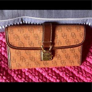 Handbags - Dooney & Bourke Wallet